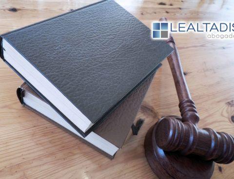 Un juez exonera de todas sus deudas a un matrimonio almeriense