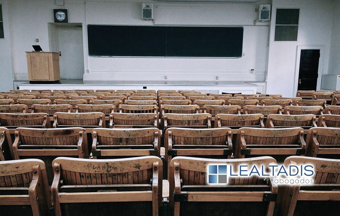 Contratos laborales temporales en fraude de ley, Profesor Universitario Asociado